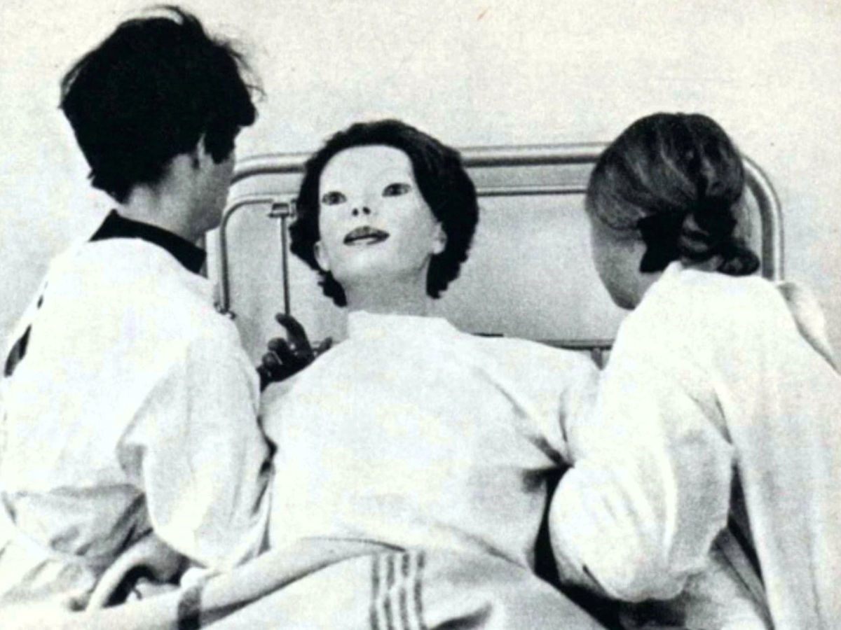 the expressionless in hospital