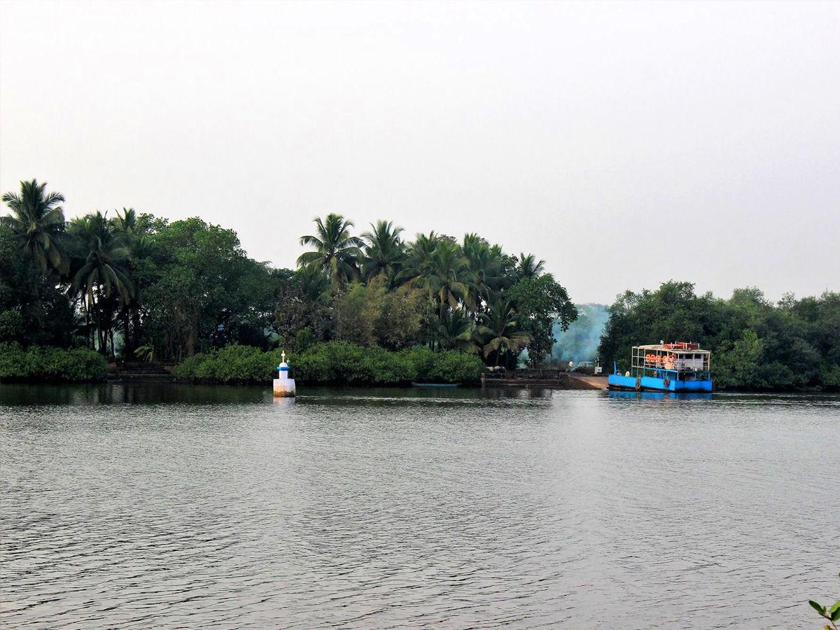 Ferry to divar