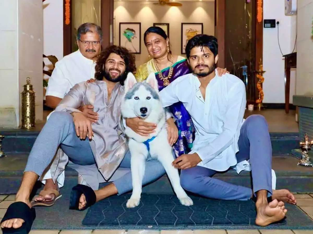 Vijay Deverakonda, family