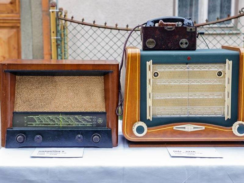 tesla radio