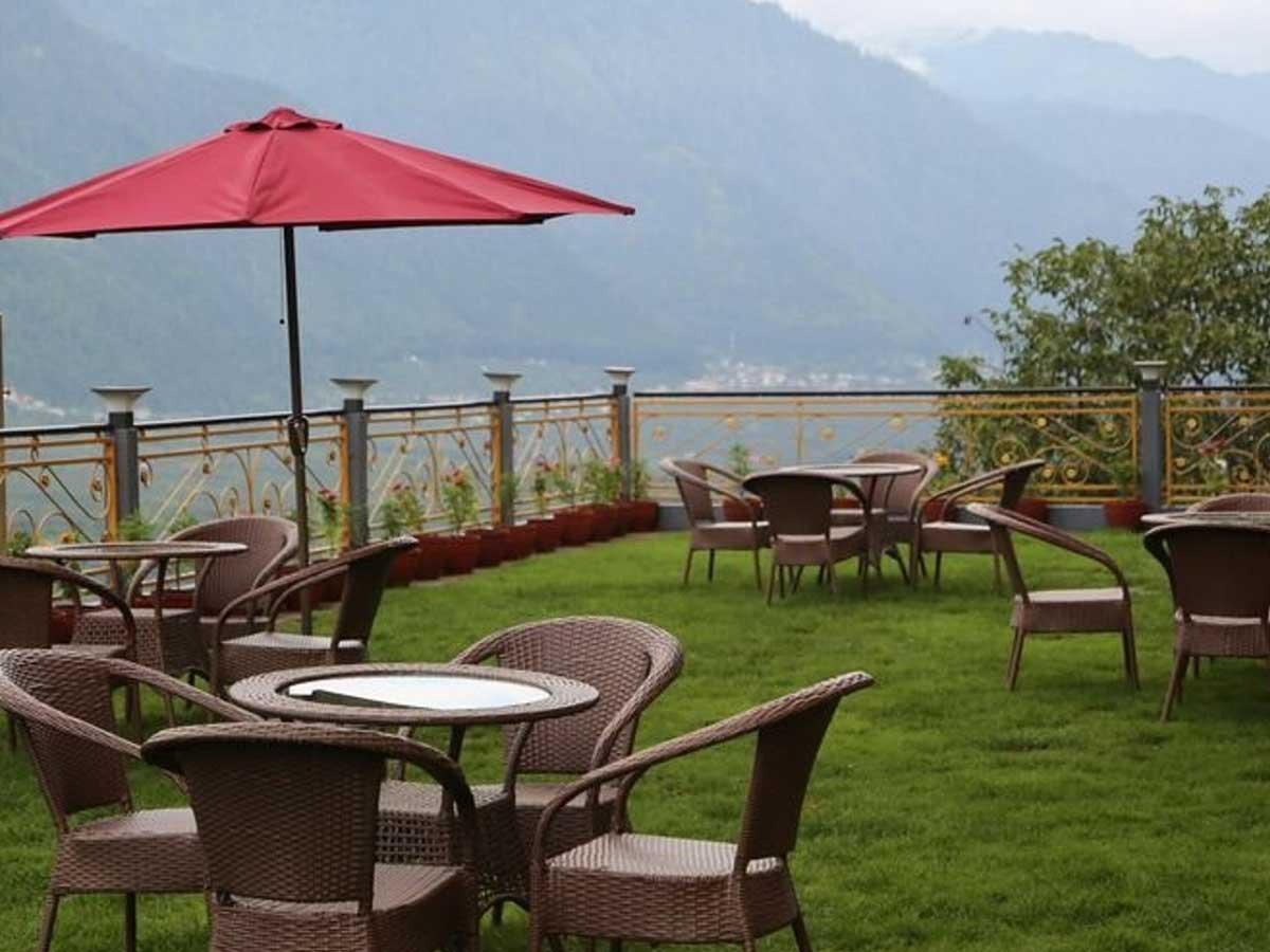 open air restaurant in manali