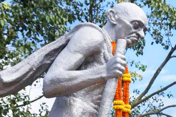 Protest against the installation of Gandhi statue in Manchester