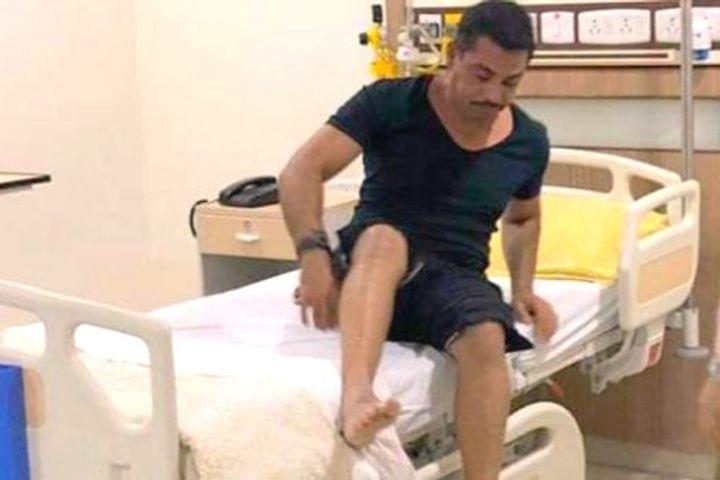 Robert Vadra admitted to hospital, Priyanka stayed overnight