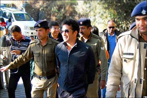 Security of Sachin Tendulkar  and Sunil Gavaskar removed