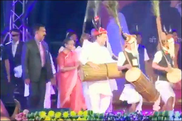 Rahul Gandhi dances in a 3-day National Tribal Dance Festival in Raipur