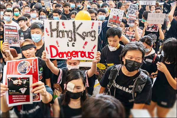 Protests resumed against Chinese businessmen in Hong Kong