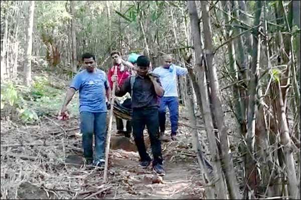 CRPF personnel carry pregnant woman on cot for 6 km in Chhattisgarh