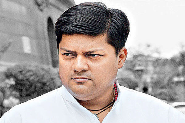 Dushyant Singh reached Kanika  party isolated himself