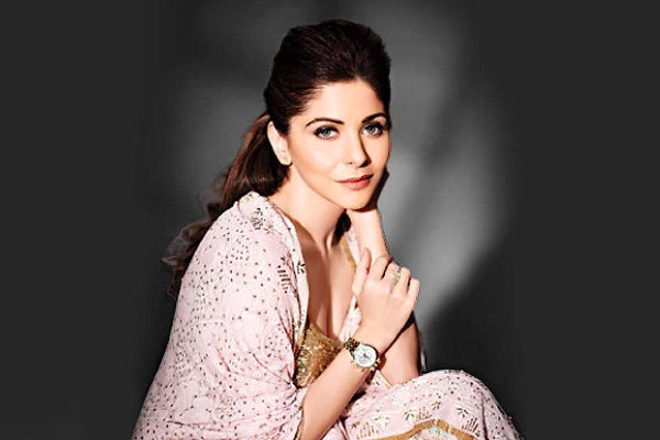 Kanika Kapoor came in contact with 10 people in Mumbai and BMC made two teams to search