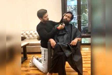 Chirag Paswan shaves dad Ram Vilas Paswan beard