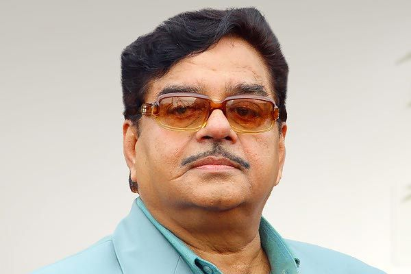 Shatrughan Sinha gets angry on those who make headlines by donating to Corona Virus Relief Fund