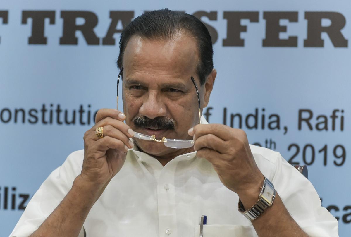 Union Minister Sadananda Gowda skips quarantine after landing in Bengaluru