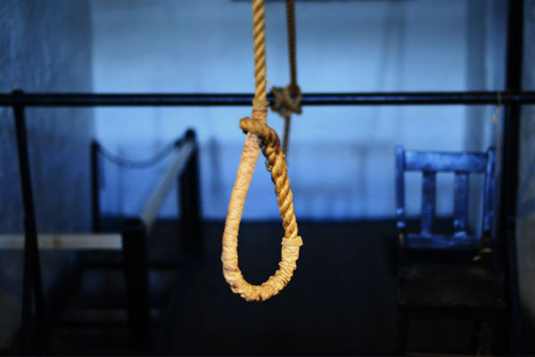 IRS officer commits suicide by hanging, suicide note recovered