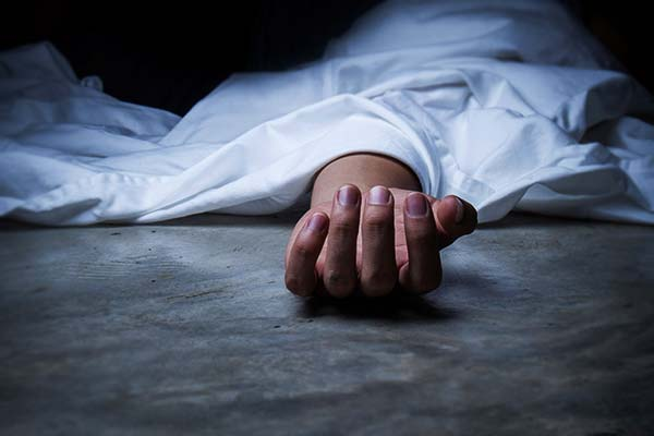 Woman found living with father body for three days in Kolkata