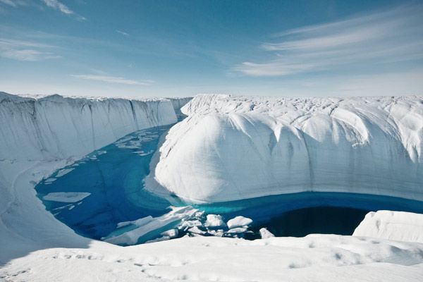 MAssive chunk of Greenland ice shelf separated