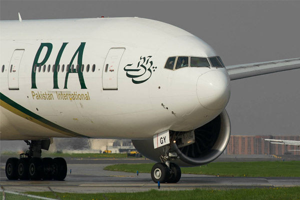 Pakistan asked to suspend issuance of new pilot licenses