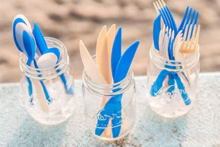Straws and spoons made of methane