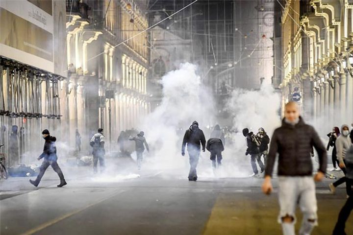 Violent protests in Italy over new lockdown