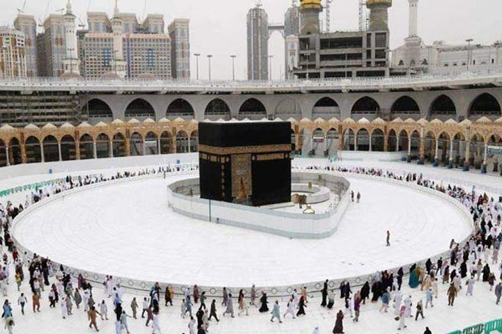 Saudi man crashes speeding car into Mecca