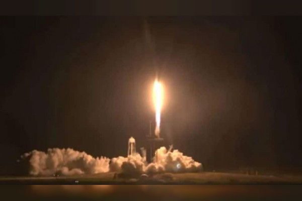 SpaceX launches 4 astronauts to space