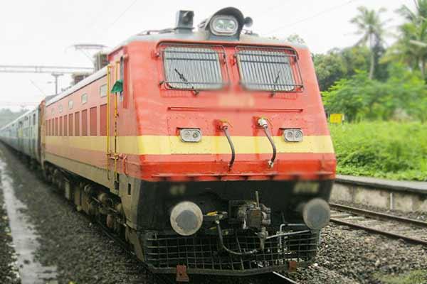 Elevated track will be made from Delhi to Varanasi