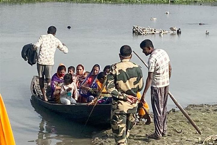 9 Bangladeshis caught by BSF