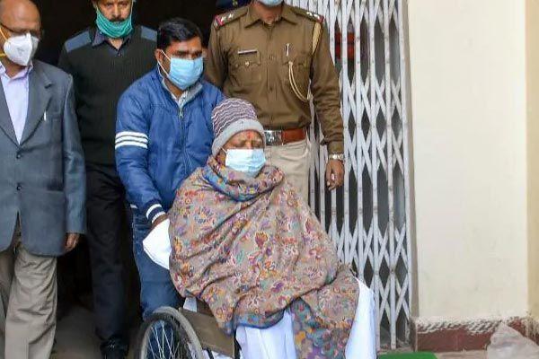 Lalu Prasad Yadav Arrives Delhi By Air Ambulance anf got Admitted In AIIMS