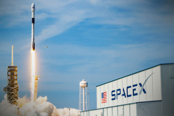 SpaceX to fly a crew of private citizens