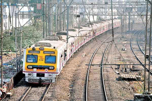 Mumbai local started, common citizens will be able to travel in three slots