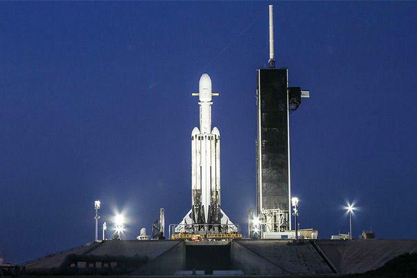 US billionaire buys SpaceX flight