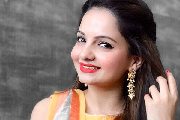 Today is the 34th birthday of TV actress Giaa Manek