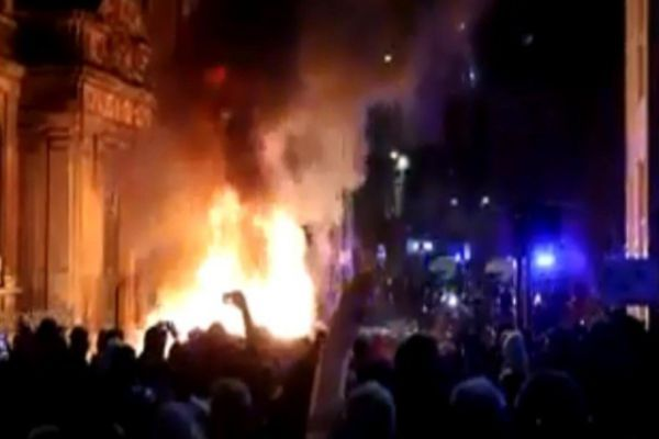 Violent protesters in Bristol, 2 police vehicles set on fire, 2 policemen also injured