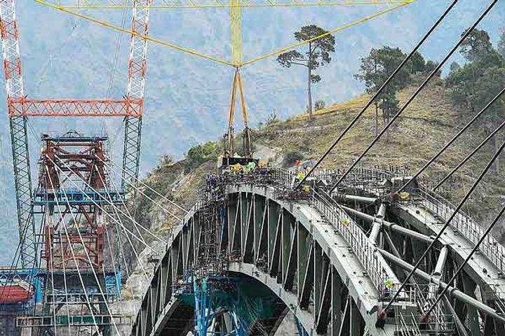 Arc of worlds tallest railway bridge completed