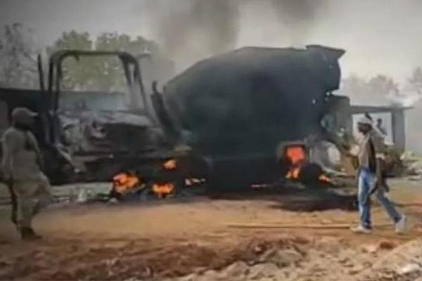 Maoists set vehicle ablaze