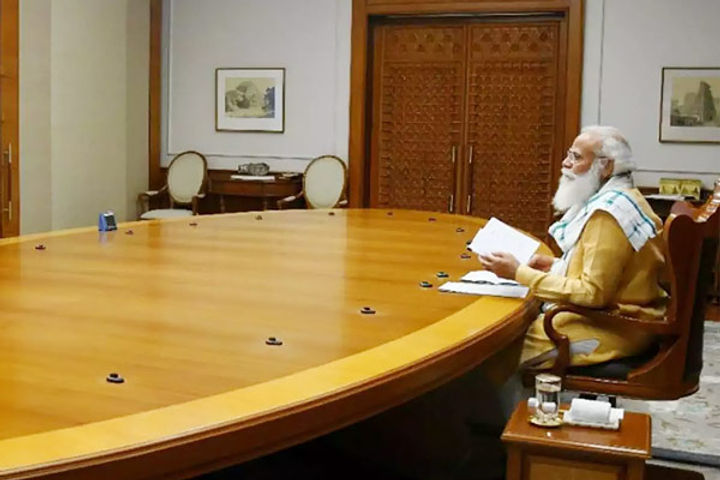 PM Modi discusses Corona epidemic with Varanasi officials