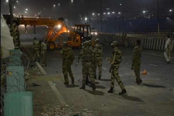 Cement barrier removed from Ghazipur border work to open the path started