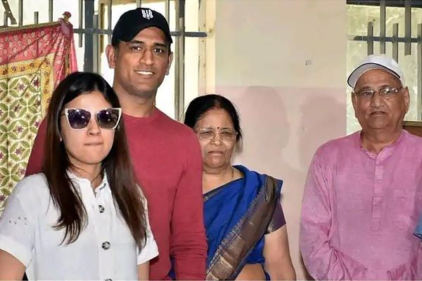 MS Dhoni parents become corona infected