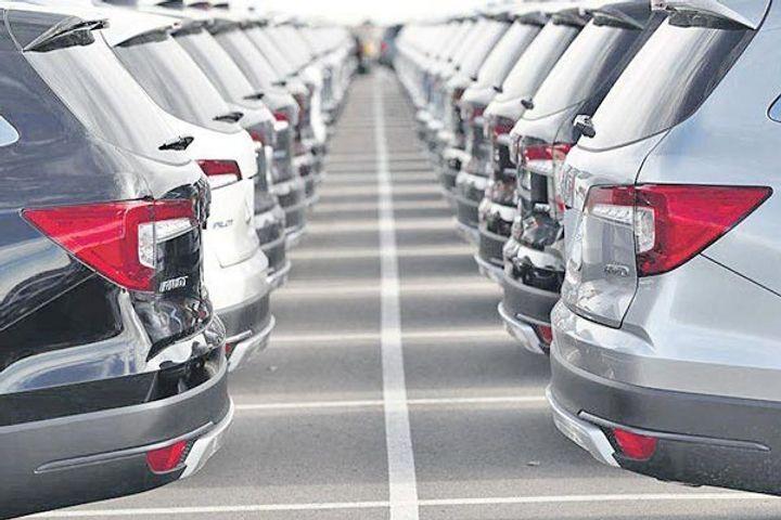 passenger vehicle Wholesales fell 10 percent in April