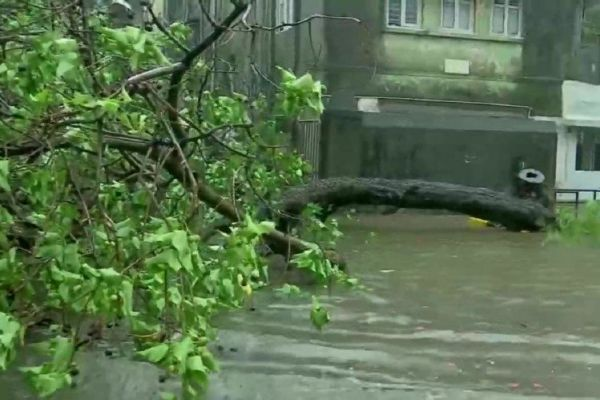 Taukate hit Gujarat coast winds blowing at a speed of 185 km per hour 18 died in 4 states