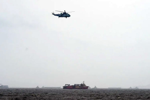 Cyclone Tauktae Ship Is Stuck In Palghar In Maharashtra Oil Leakage Continues