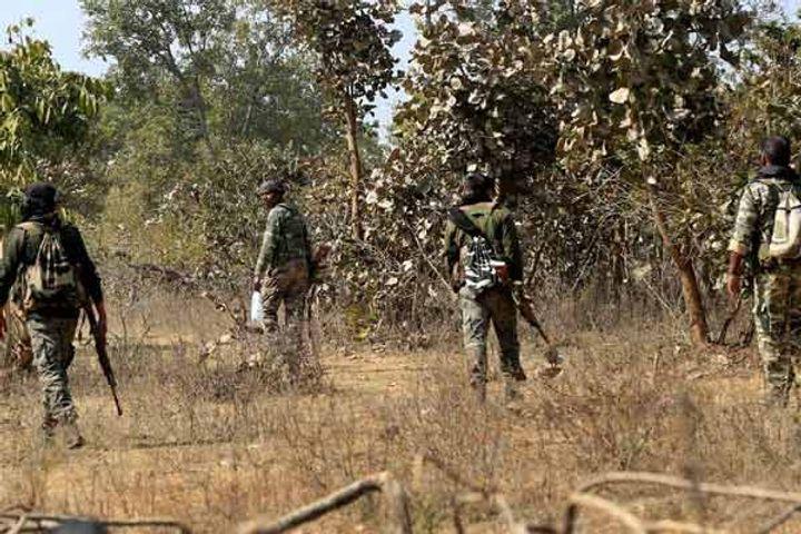 Woman maoist killed in Dantewada