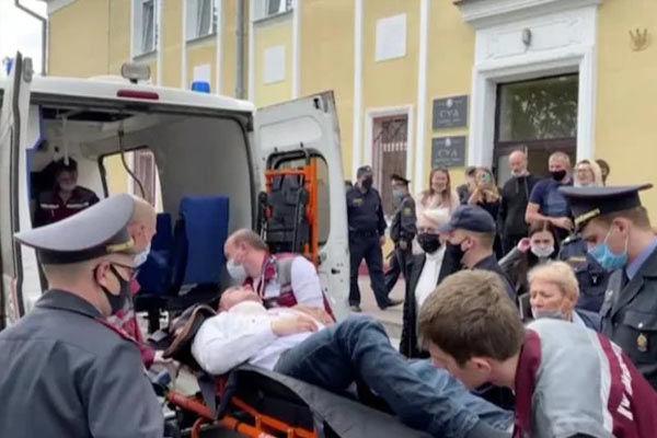 Belarusian prisoner tries to cut own throat