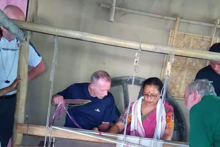 Woman transforms plastic waste into handloom