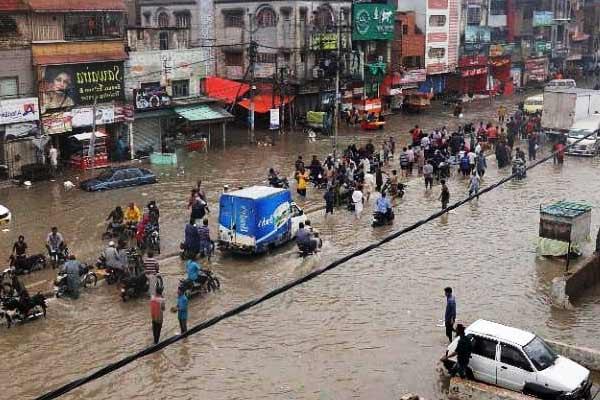 Heavy rain, windstorm in Pak