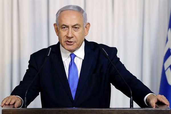 Netanyahu mistakenly sits on PM chair