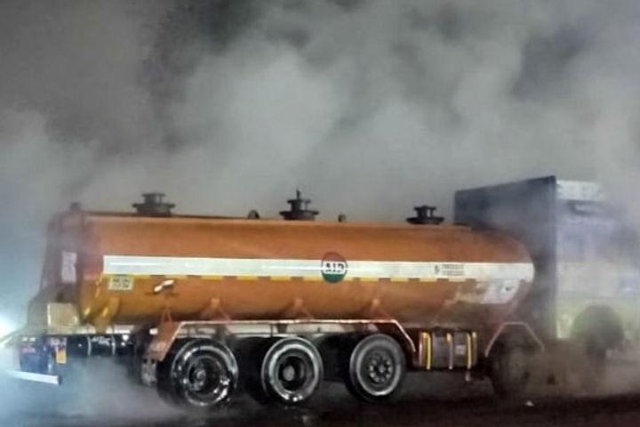 Truck Loaded With Acid On Its Way From Odisha To Kolkata Starts To Leak Near Champagarh
