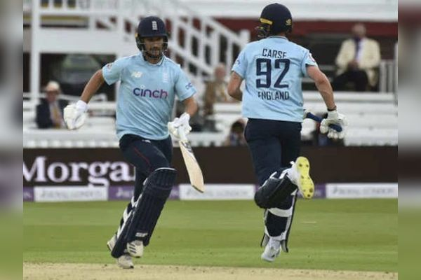 England beat Pakistan by 52 runs in the second ODI to take an unassailable lead in the series.