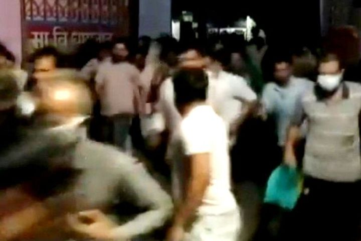 Stampede at vaccination center in Dhar, Madhya Pradesh, hundreds of people seen in the video