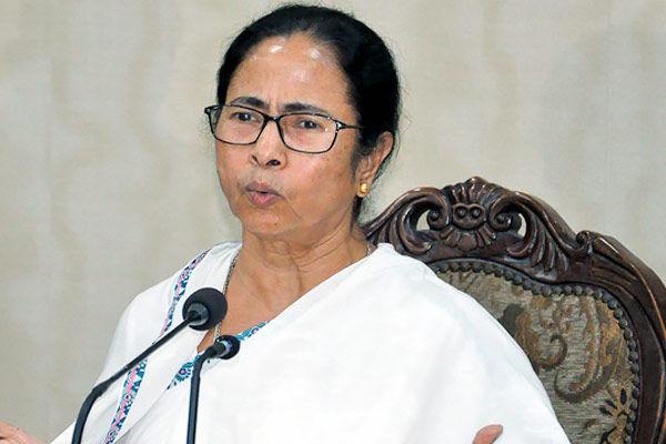 Mamata Banerjee attacks Centre