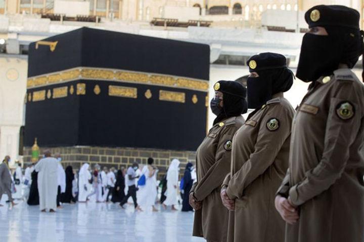 Saudi female officers guarding holiest sites